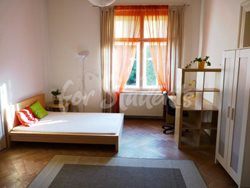 2 rooms available in female four bedroom apartment in the center of town - 4th-room