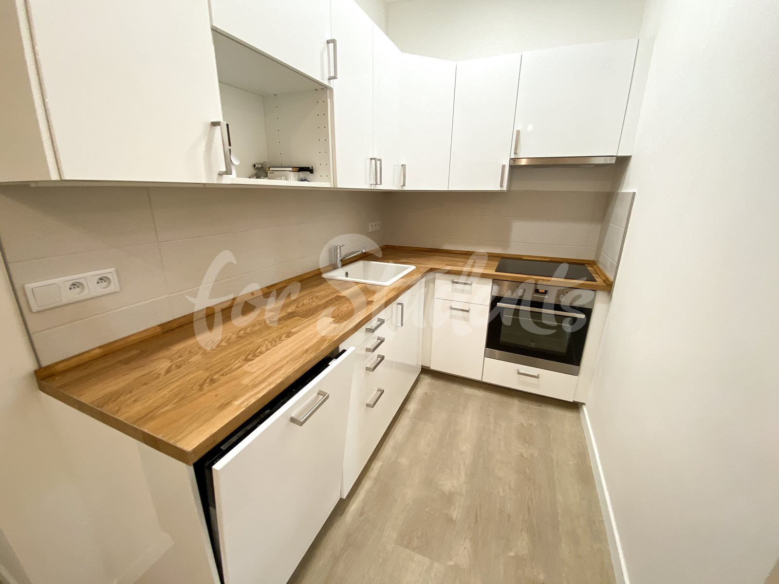 Modern two bedroom apartment near the city center, Prague