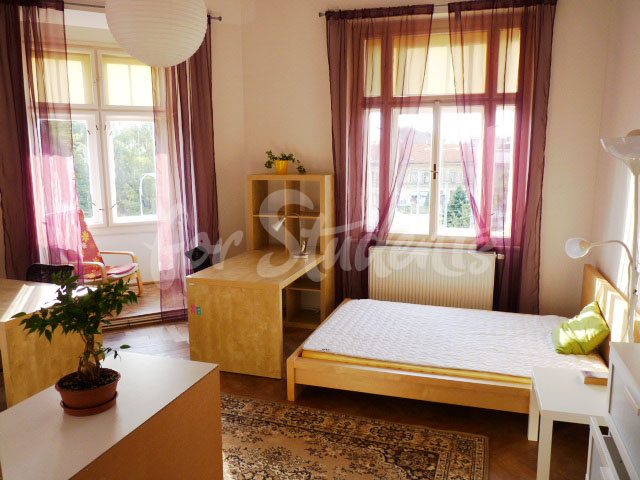 2 rooms available in female four bedroom apartment in the center of town (file 1st-corner-room-A.jpg)