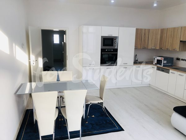 Two bedrooms available in newly reconstructed three bedroom apartment - R34