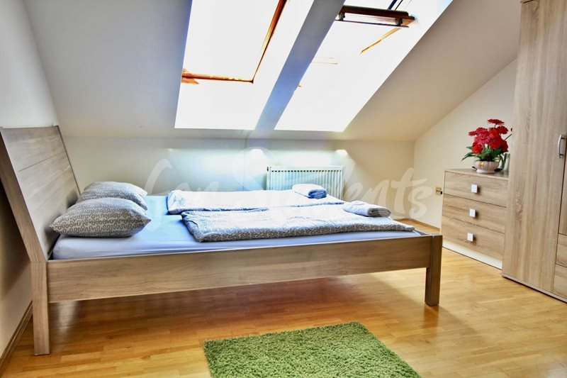 Two bedroom attic apartment in Prague 1 (file 38d04226-d9b6-4f9f-85e6-791ae5c5a444.jpg)