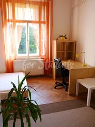 2 rooms available in female four bedroom apartment in the center of town - 5th-room-B