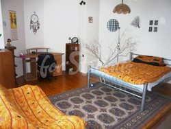 Two bedrooms available in male 3bedroom apartment in Klumparova street - 02
