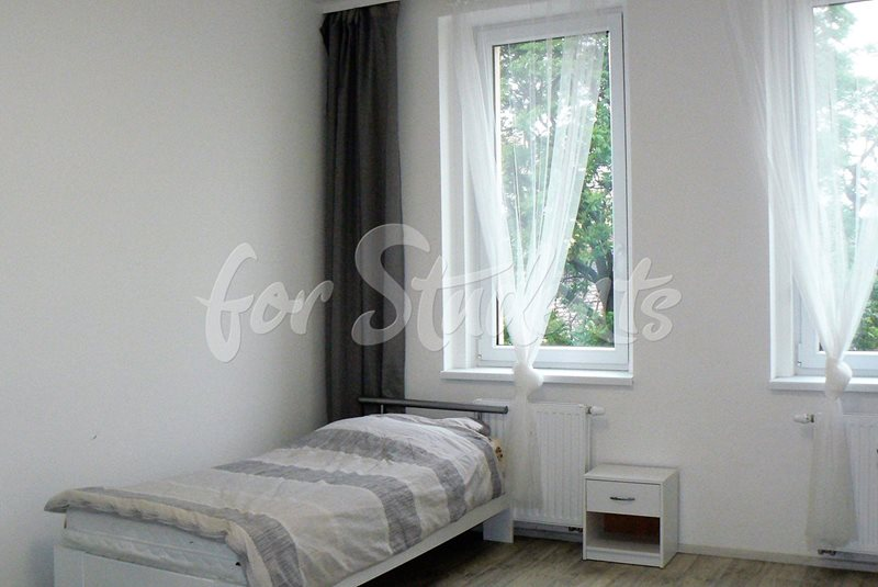 Spacious one bedroom apartment close to Brno centre (file pokoj2.jpg)