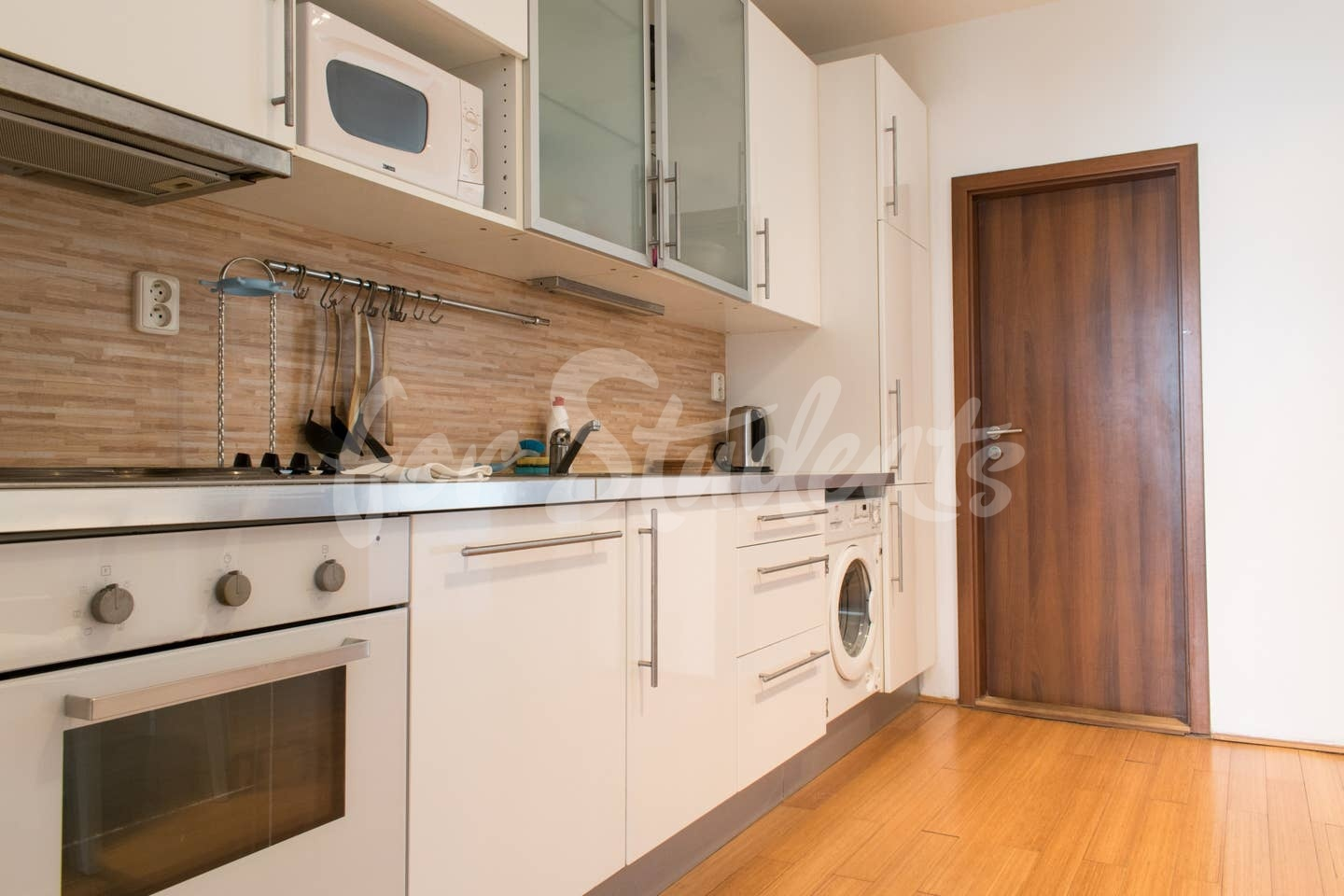 One bedroom available in a three bedroom apartment in Žižkov, Prague