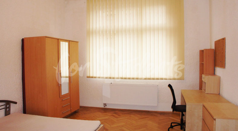 Last room available in female 3bedroom apartment in student´s house