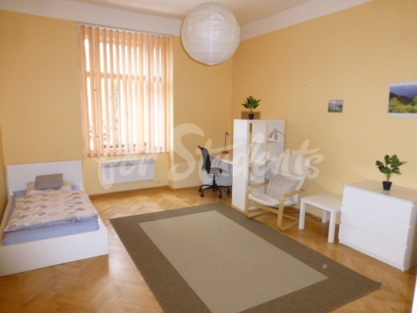 Two bedroom apartment only 1 minute from Faculty of Medicine - 86/20