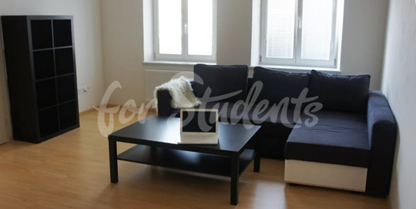 One bedroom available in female3bedroom apartment in Masarykovo náměstí - R11