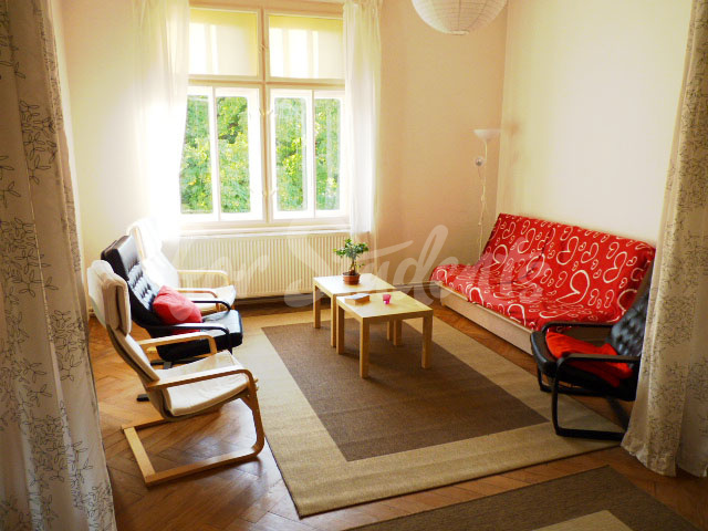 2 rooms available in female four bedroom apartment in the center of town (file 3rd-living-room.jpg)