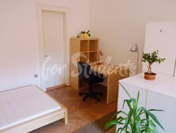 2 rooms available in female four bedroom apartment in the center of town - 5th-room-C