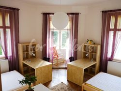 2 rooms available in female four bedroom apartment in the center of town - 1st-corner-room-B