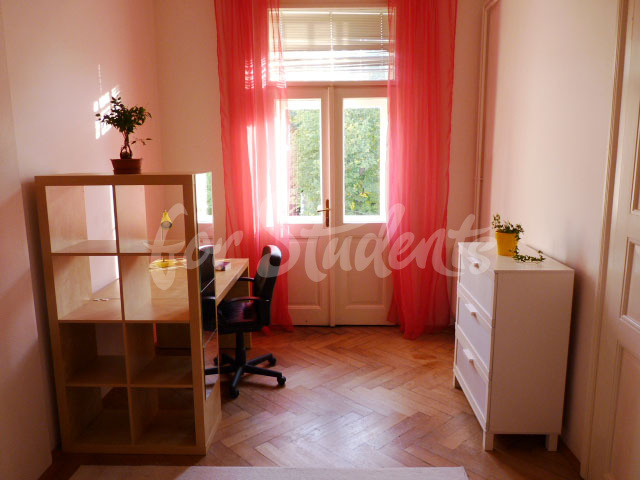 2 rooms available in female four bedroom apartment in the center of town (file 2nd-room-A-kopie.jpg)