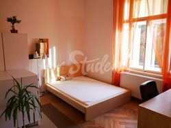 2 rooms available in female four bedroom apartment in the center of town - 5th-room-A-kopie