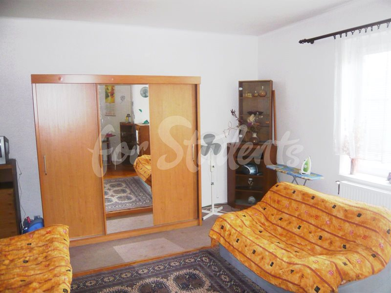 Two bedrooms available in male 3bedroom apartment in Klumparova street (file 04.jpg)