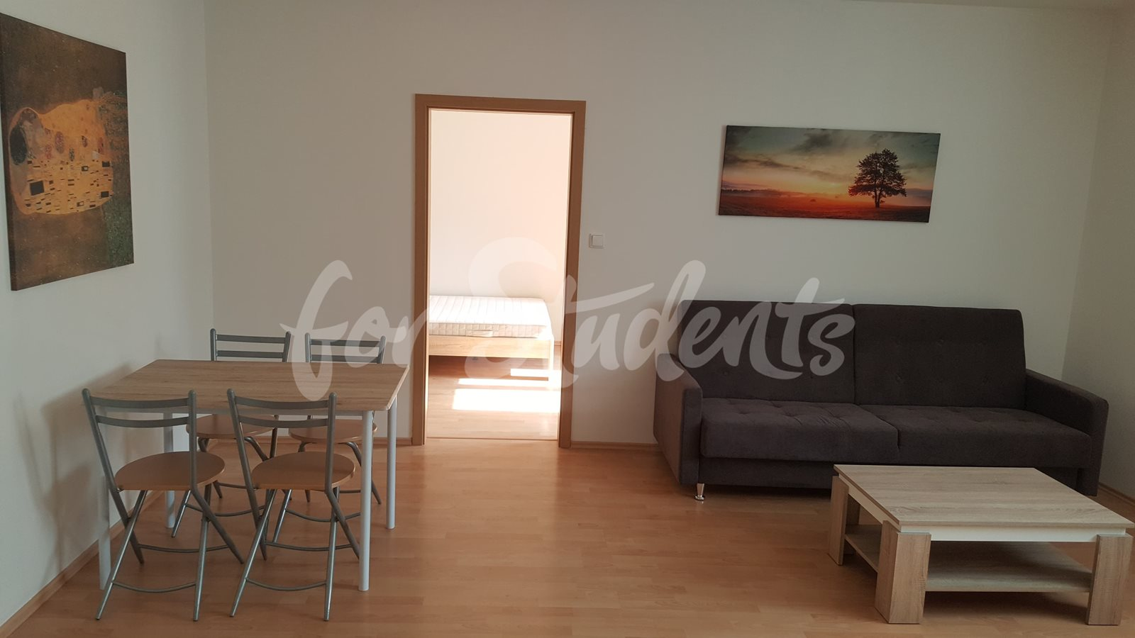 One room available in a modern apartment next to Atrium in new student´s residence