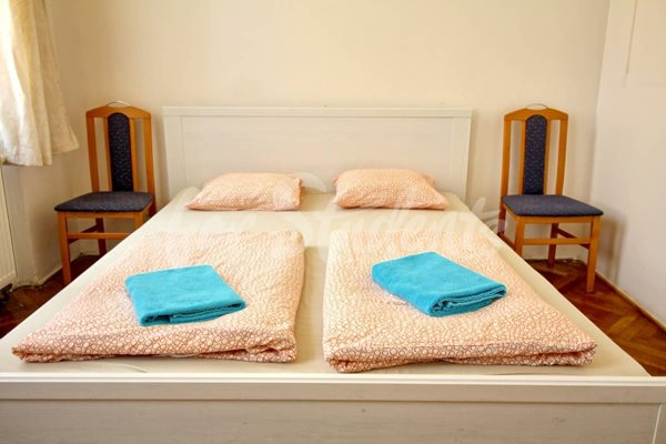 Rooms available in a three bedroom apartment in Prague 8 - P1/20
